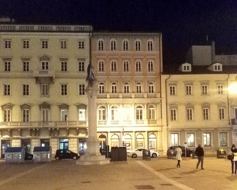 Trieste, asta immobiliare, piazza unità